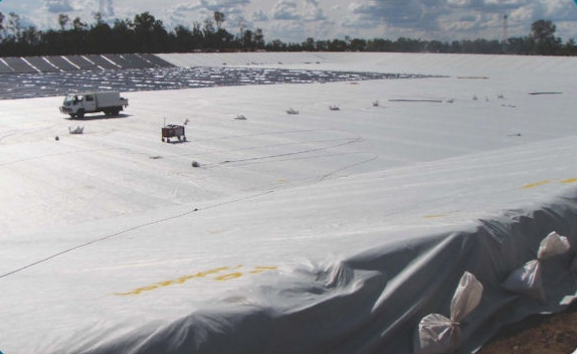 Geotextile and Smooth HDPE Liner System